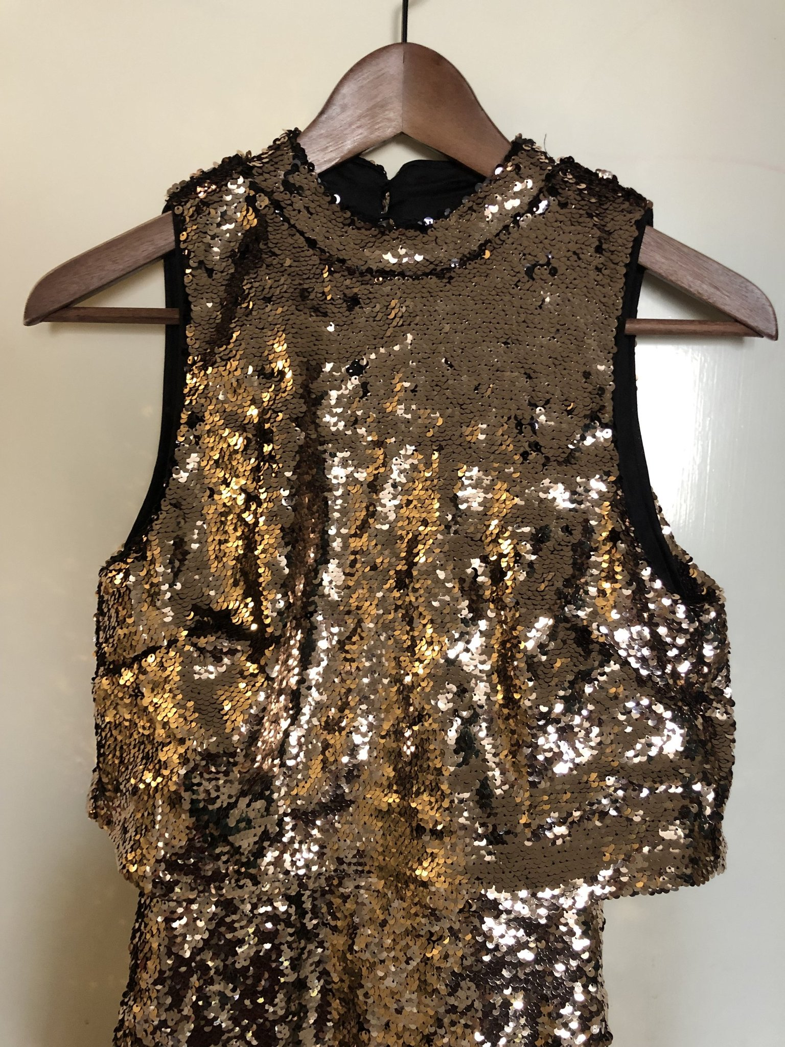 1000c9c214a7 HM, paljettklänning guld, stl 36, bar rygg, OAN.. (347227889) ᐈ Köp ...