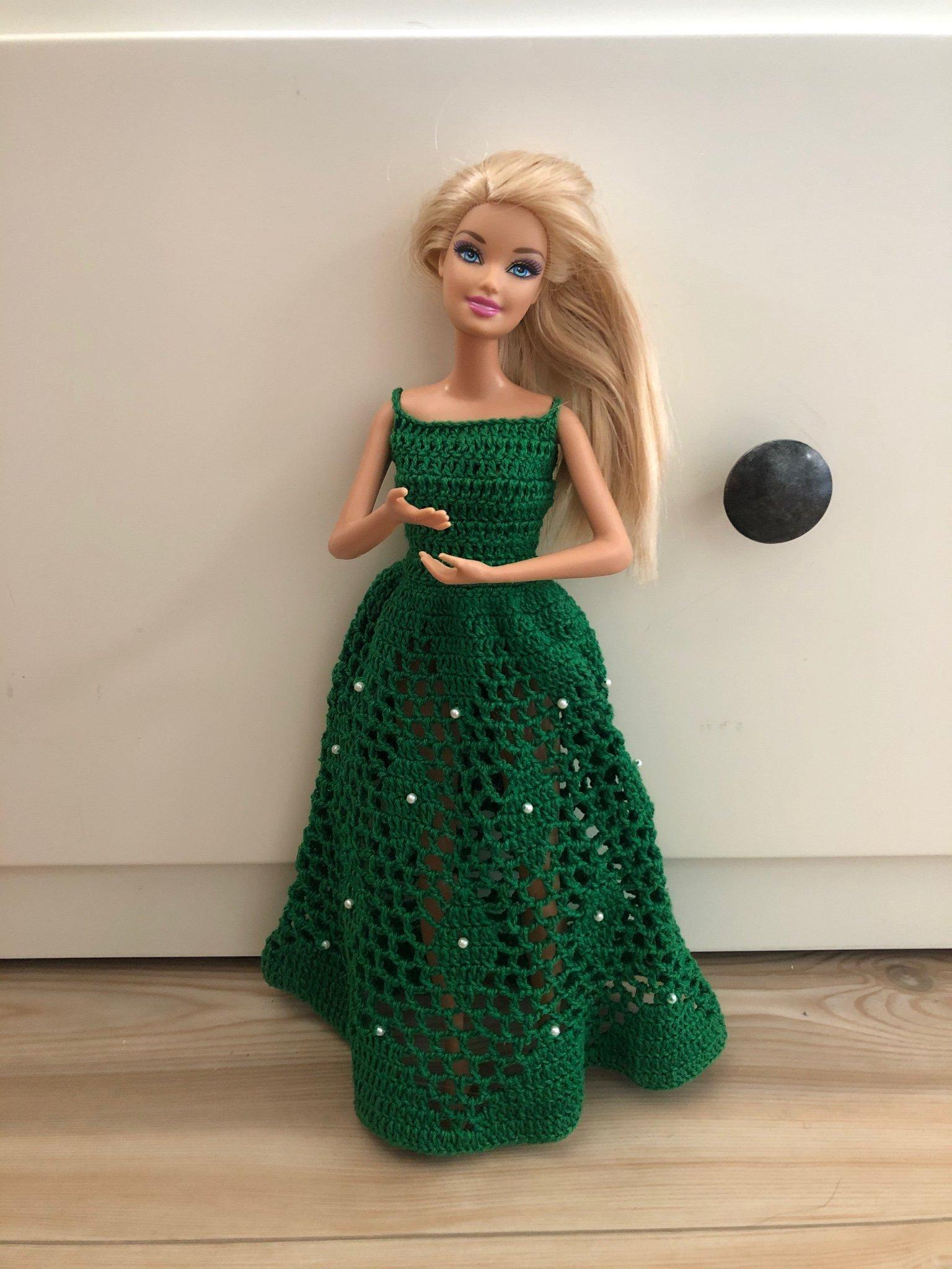 Superfin virkad klänning som passar Barbie (403350974) ᐈ