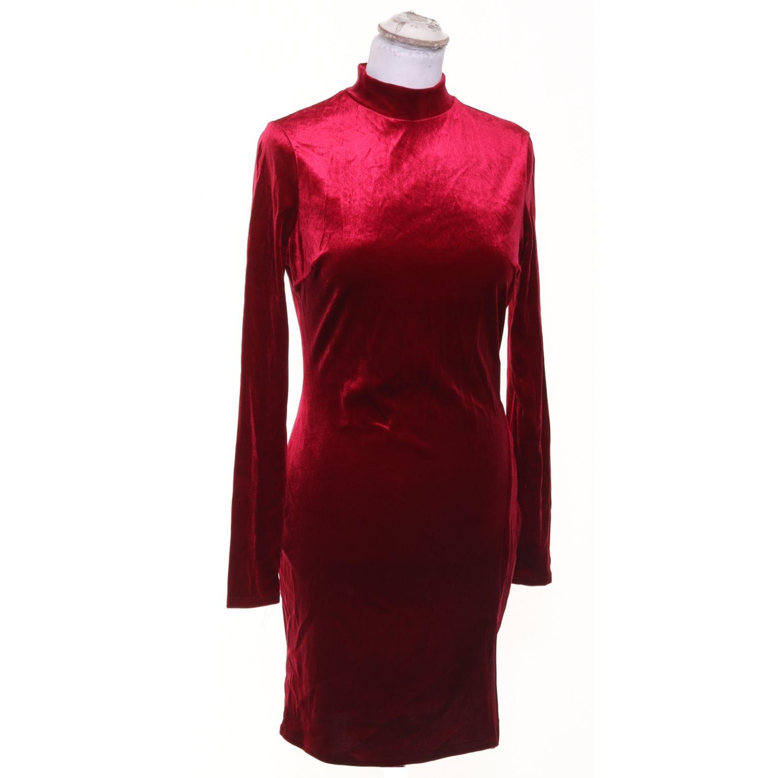 röd klänning sammet