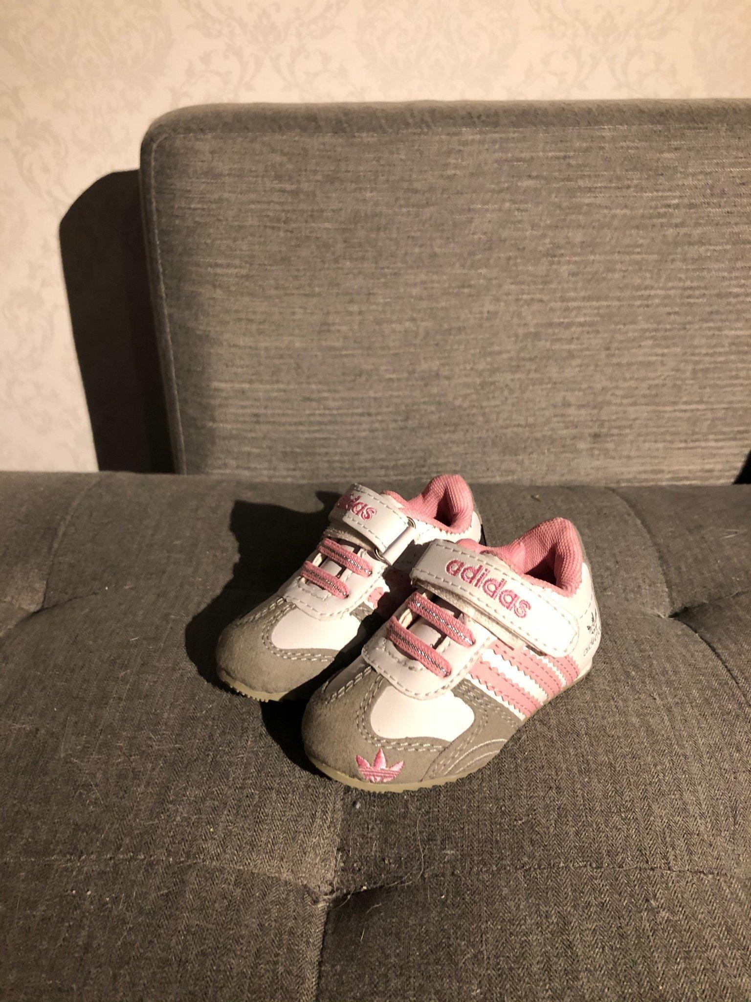 Barnsko Adidas storlek 21