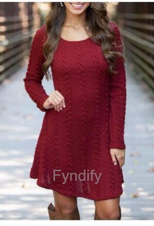 vinröd stickad klänning