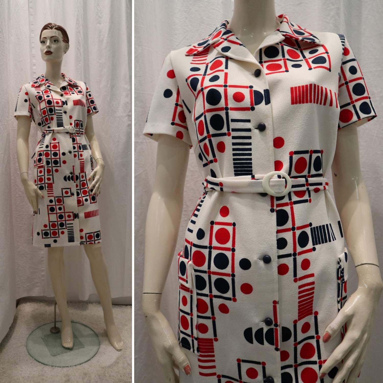 f8186091018d Vintage retro blå vit röd crimplene-klänning fint mönster kort arm 6070-tal  ...