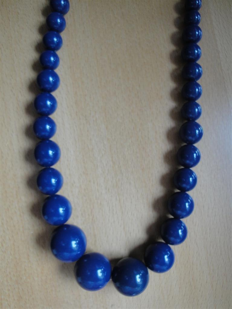 halsband blå pärlor