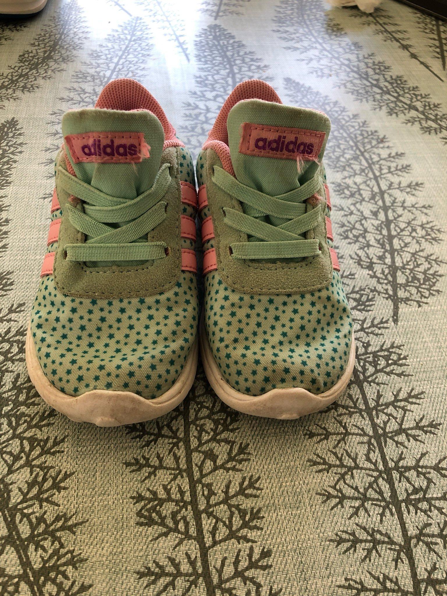 f293809de Adidas sneakers med dold resår, str 21 (347672197) ᐈ Köp på Tradera