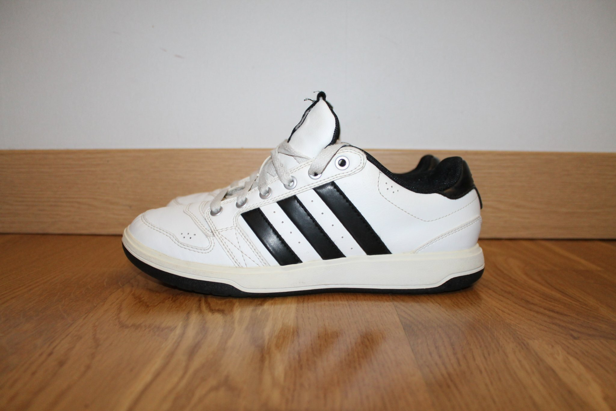 pretty nice 1b038 45ce0 Adidas Träningsskor i storlek 40 2 3 !!! fint