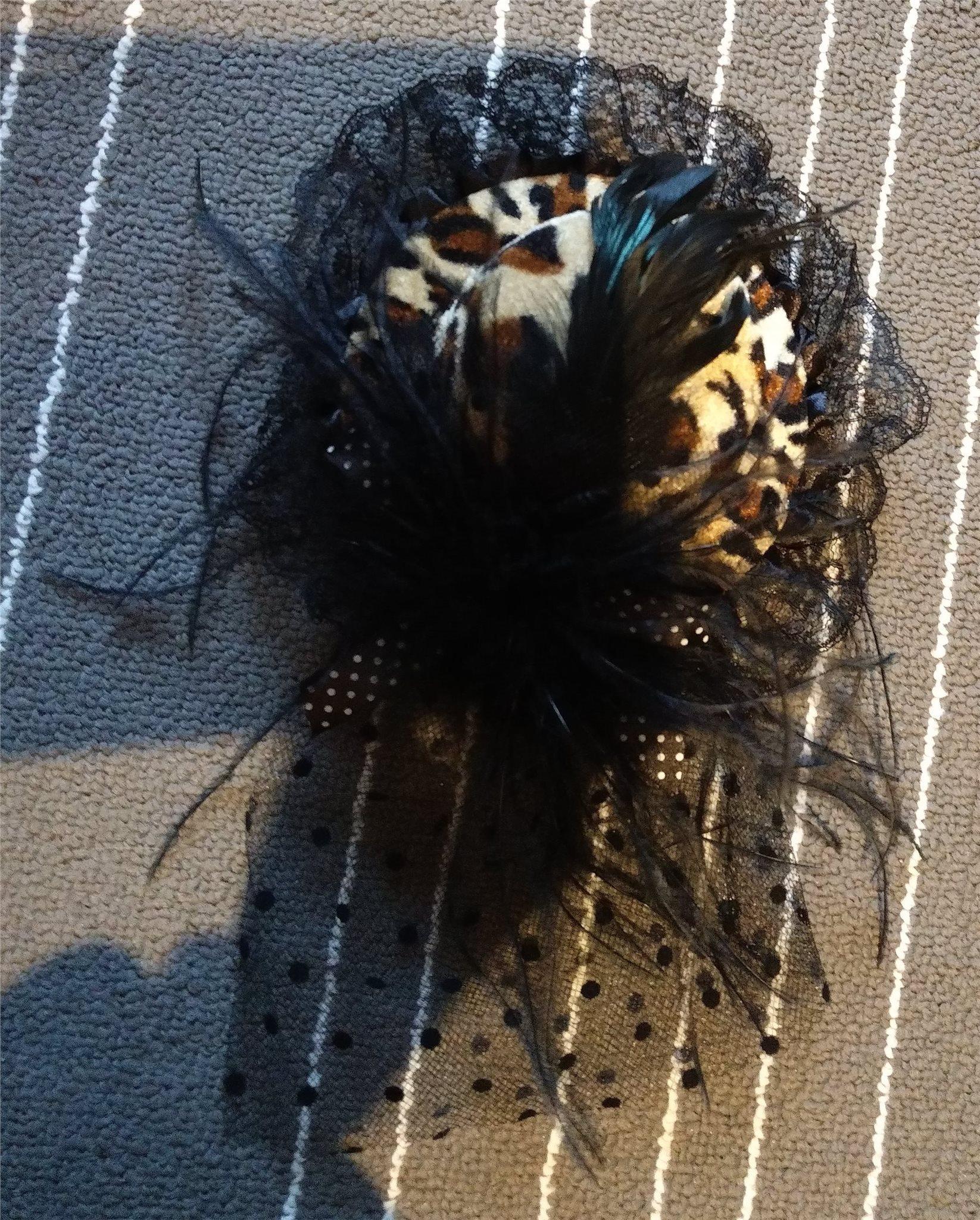 Minihatt med flor fascinator goth leopard spets fjädrar