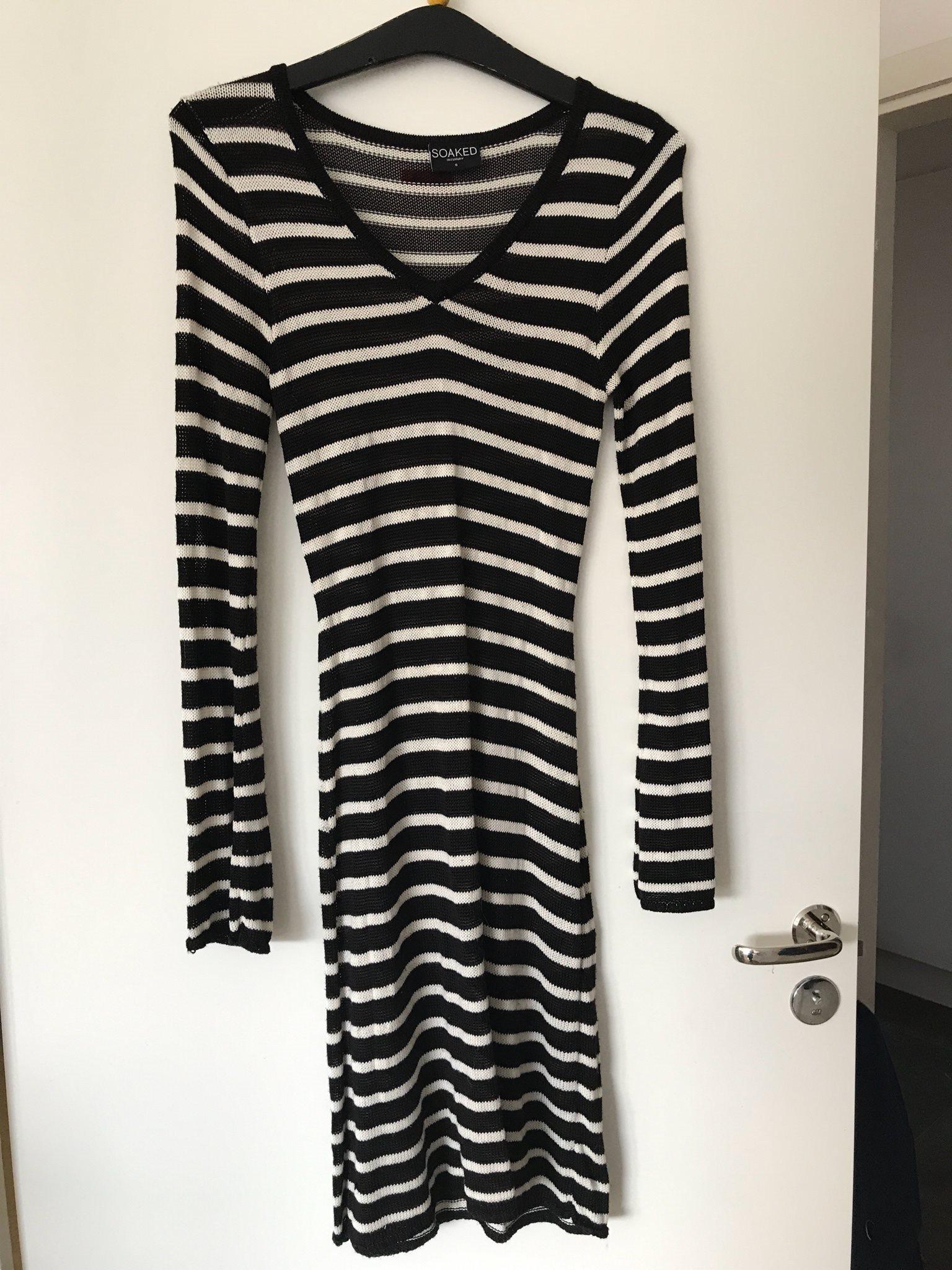 Svart och vit randig klänning från Soaked in lu.. (332380216) ᐈ Köp ... 755006b3fec99