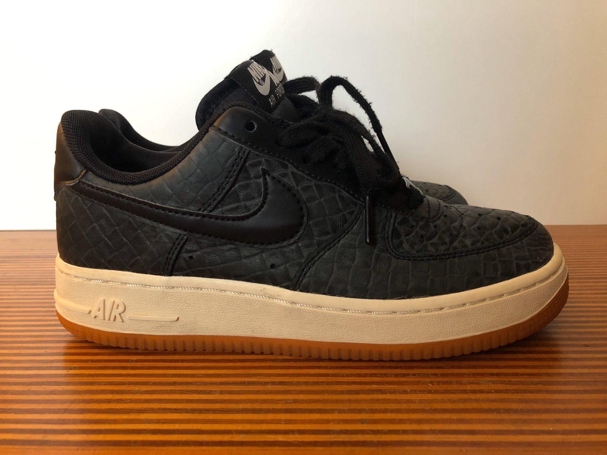 Nike Air Force 1 Premium, storlek 36,5 (passar liten 37)