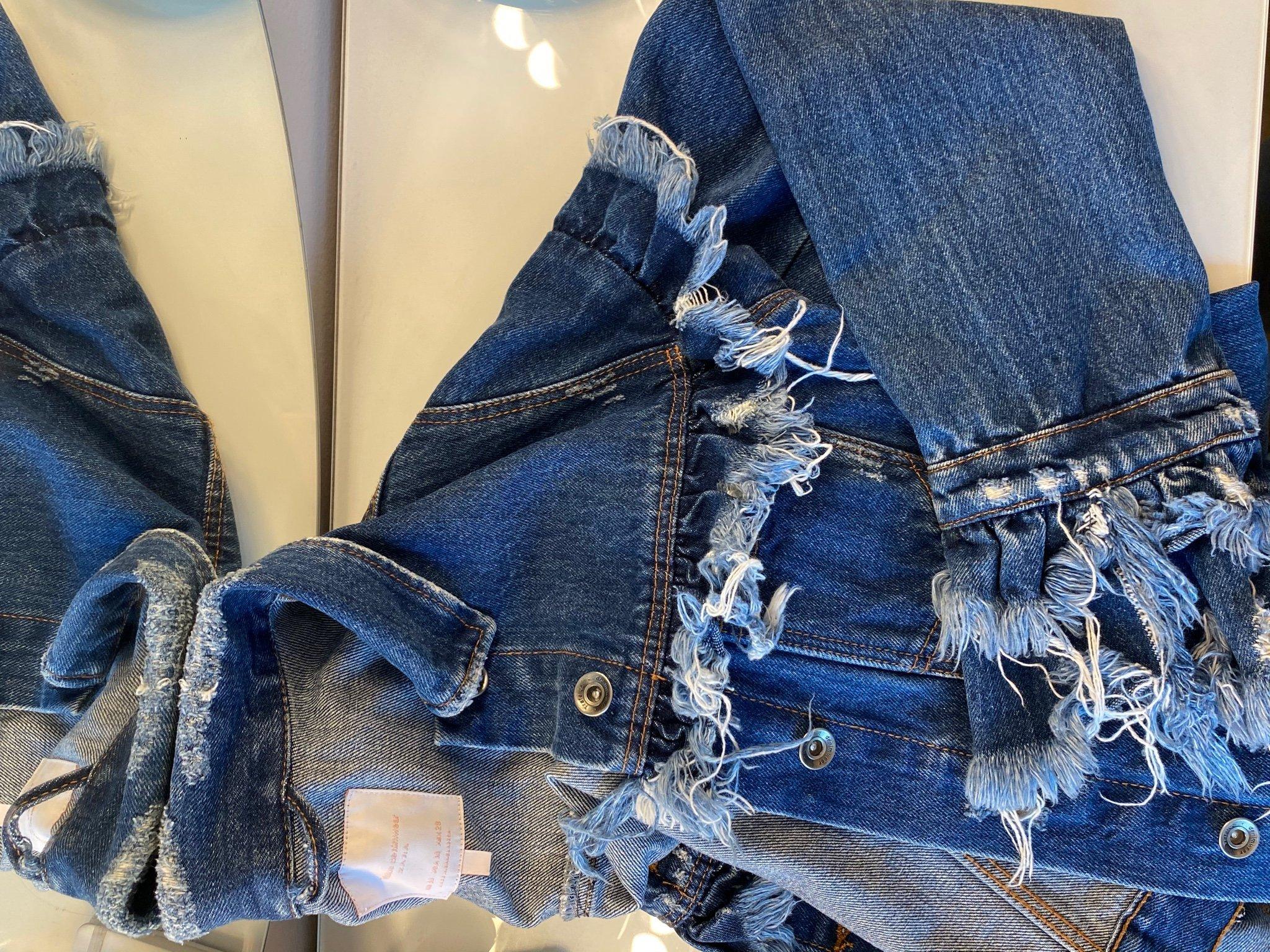 Sliten jeansjacka (421159056) ᐈ Köp på Tradera