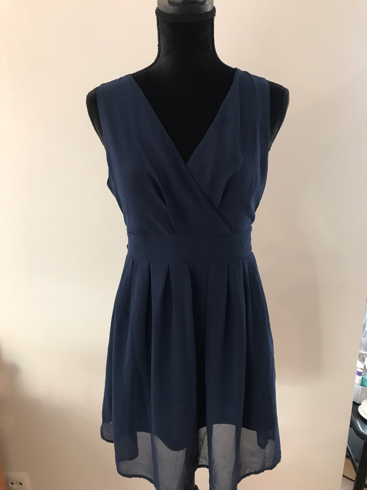 e0842bc40e0 Marinblå kort v-ringad klänning M/L, köpt i Lon.. (336099599) ᐈ Köp ...