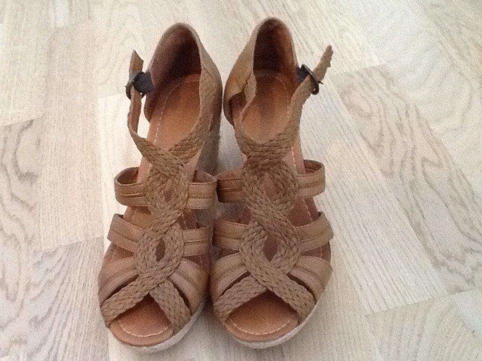 Bruna sandaler med kilklack (407500112) ᐈ Köp på Tradera