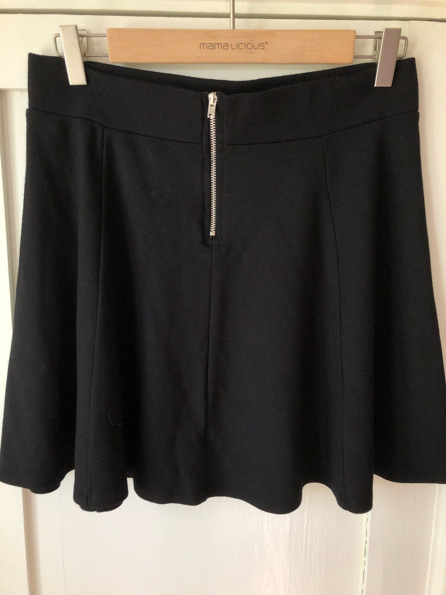 698582b8278c HM Divided klockad kjol st M (353301284) ᐈ Köp på Tradera