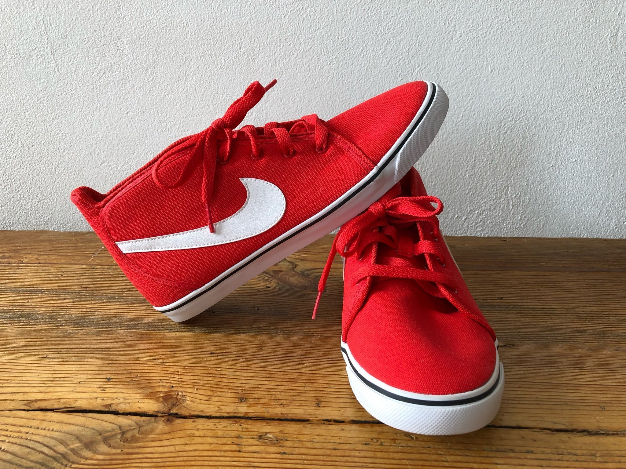 b1c865b2582 Helt nya oanvända sneakers skor gympaskor från .. (348095593) ᐈ Köp ...