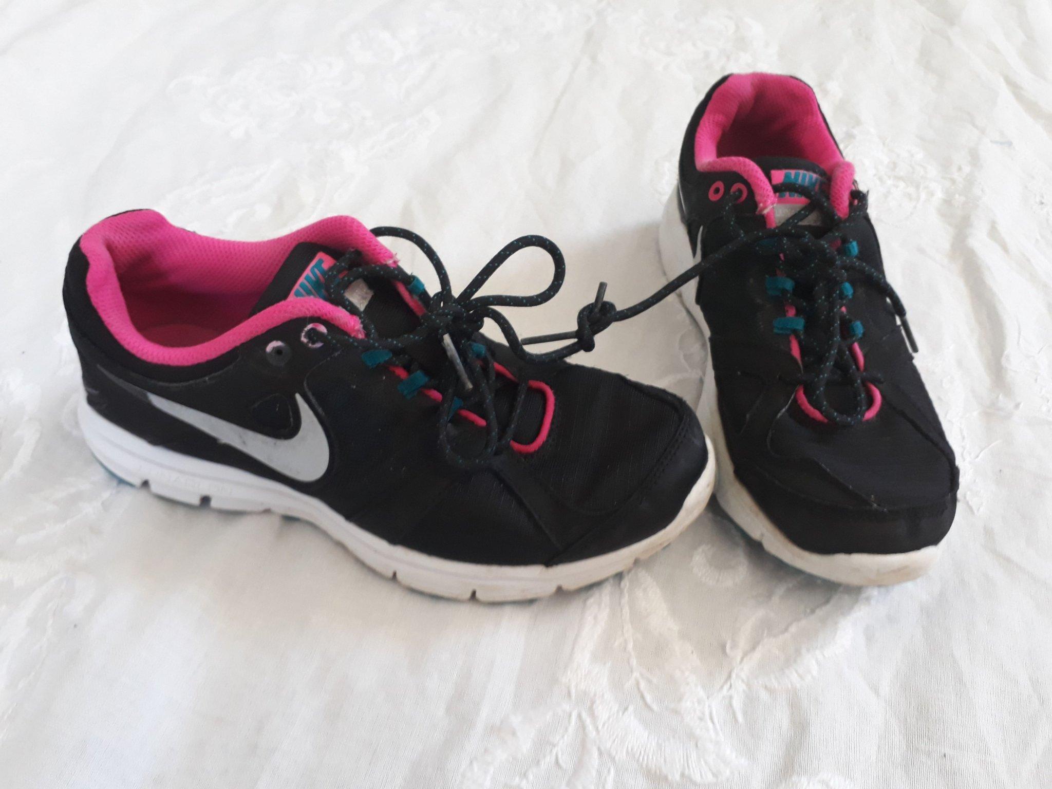 hot sale online b3165 518b9 Fina! Nike skor stl 35,5 (22,5cm) svarta sport