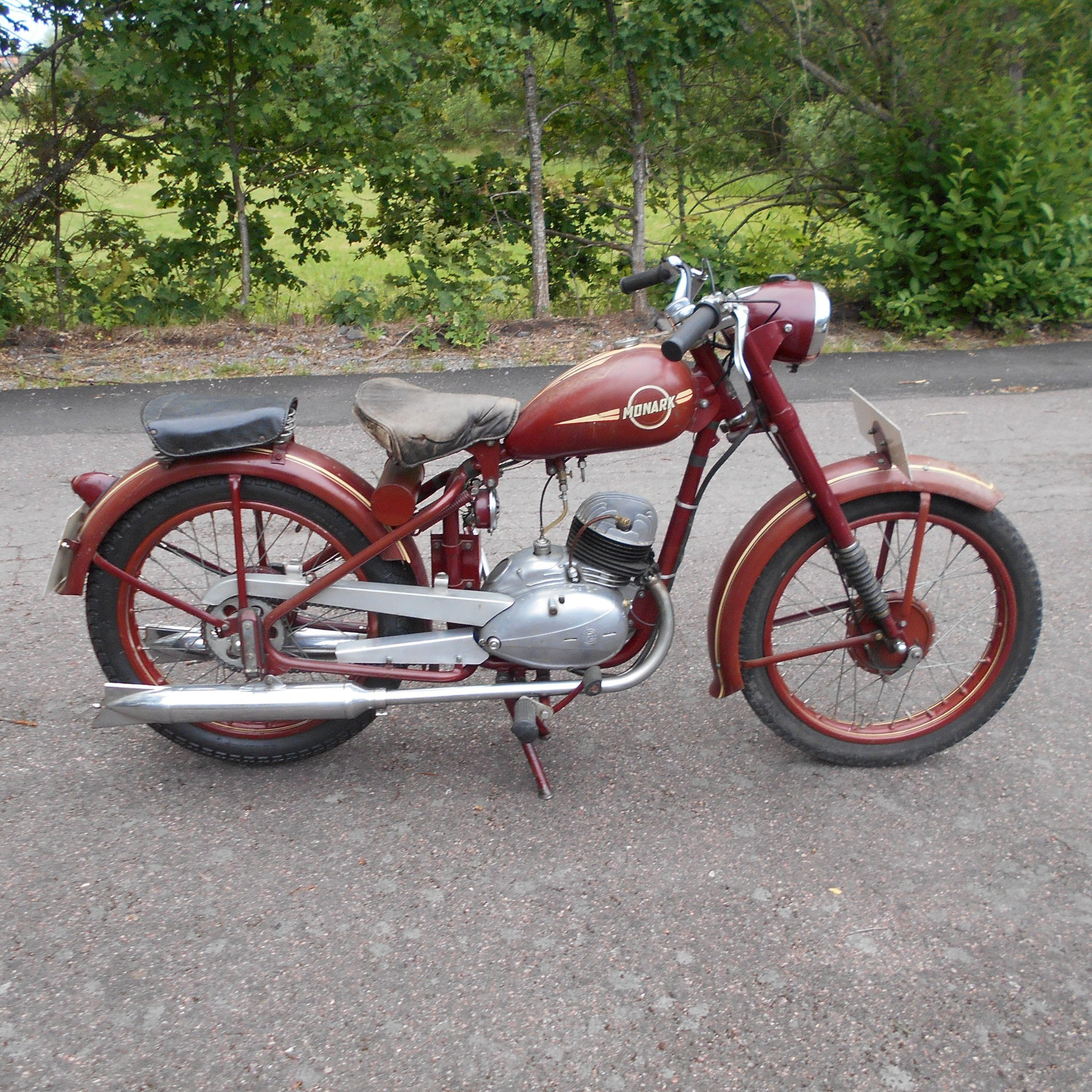 Nieuw Monark modell 300 med 150cc CZ motor 1950 (357035411) ᐈ Köp på HS-25