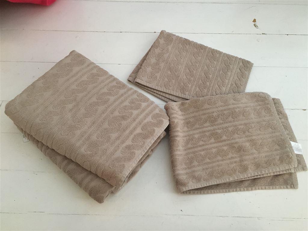 Beige handdukar dusch badrumsmatta från h&m home på Tradera.com -
