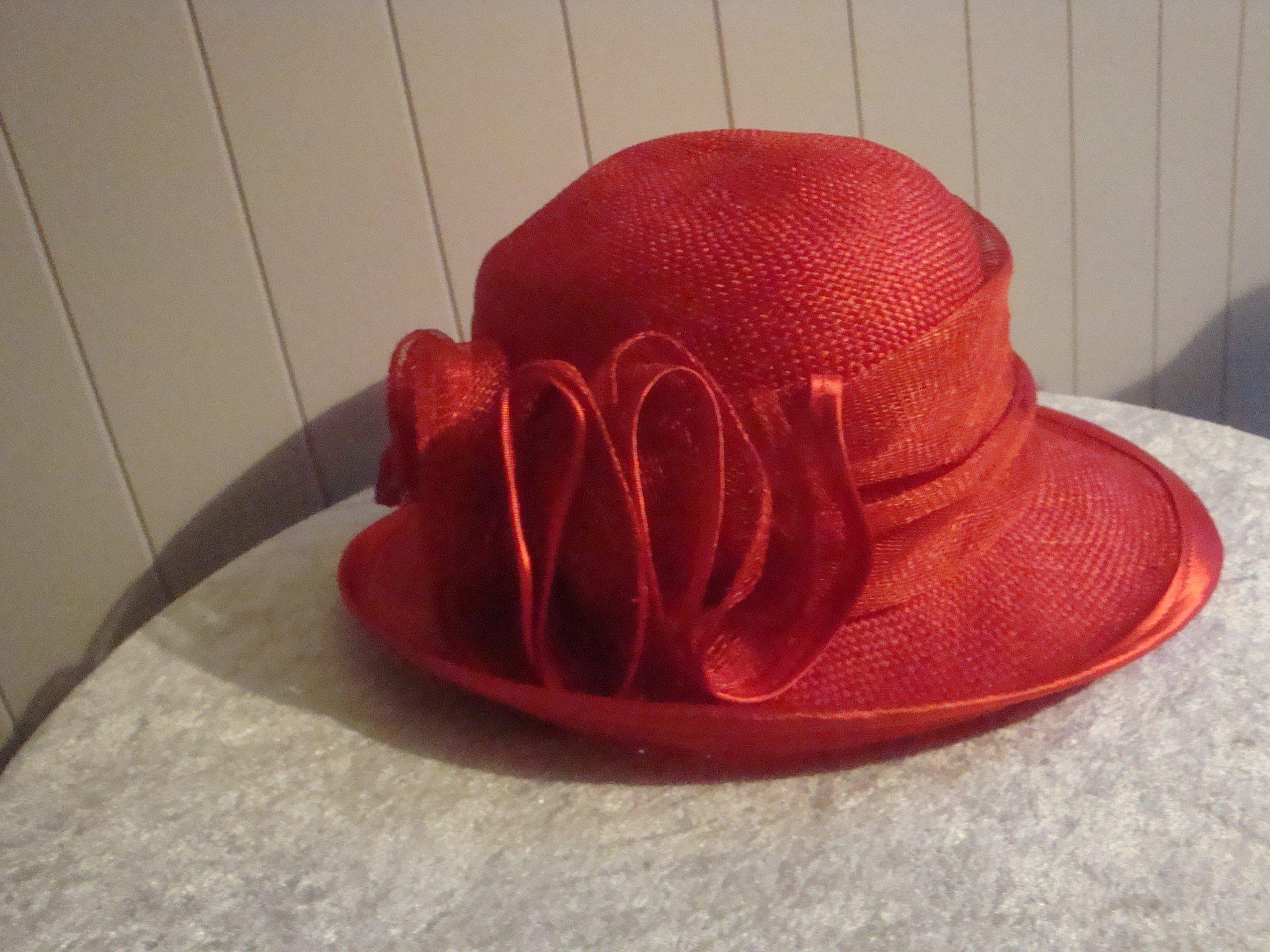 Sommarhatt. Röd stråhatt. (341854056) ᐈ Köp på Tradera 45794619707e9