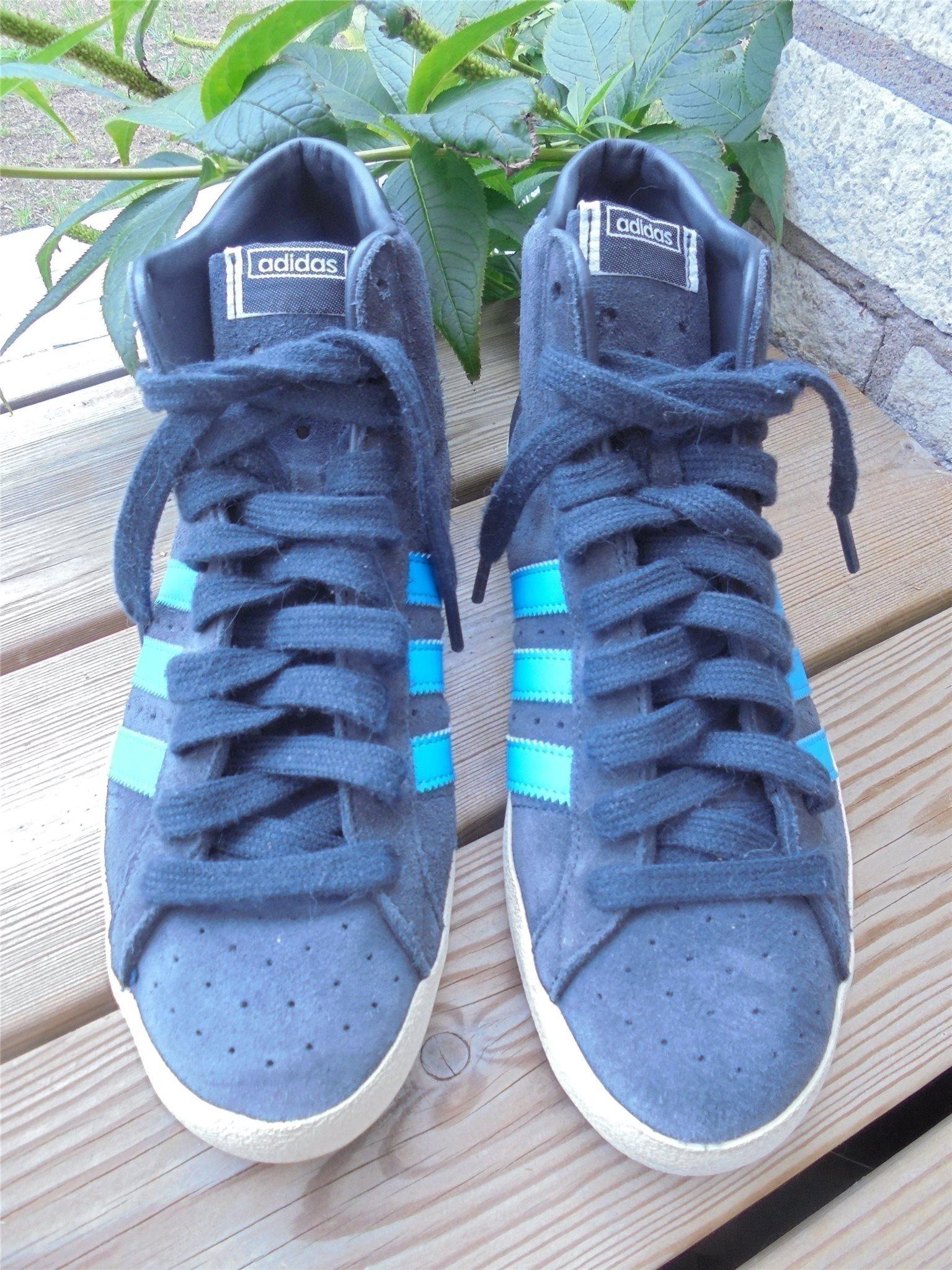 free shipping e3326 d3815 Snygga grå Adidas skor för Vår Höst. Skor i skinn   mocka.