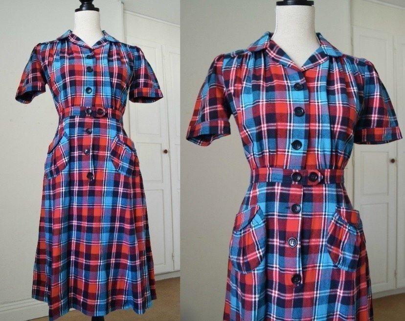 b78c7318bd0b BERGELIN Oddveig Vintage Stil Klänning Rutig Blå Röd Retro 40-tal 50-tal  Fickor
