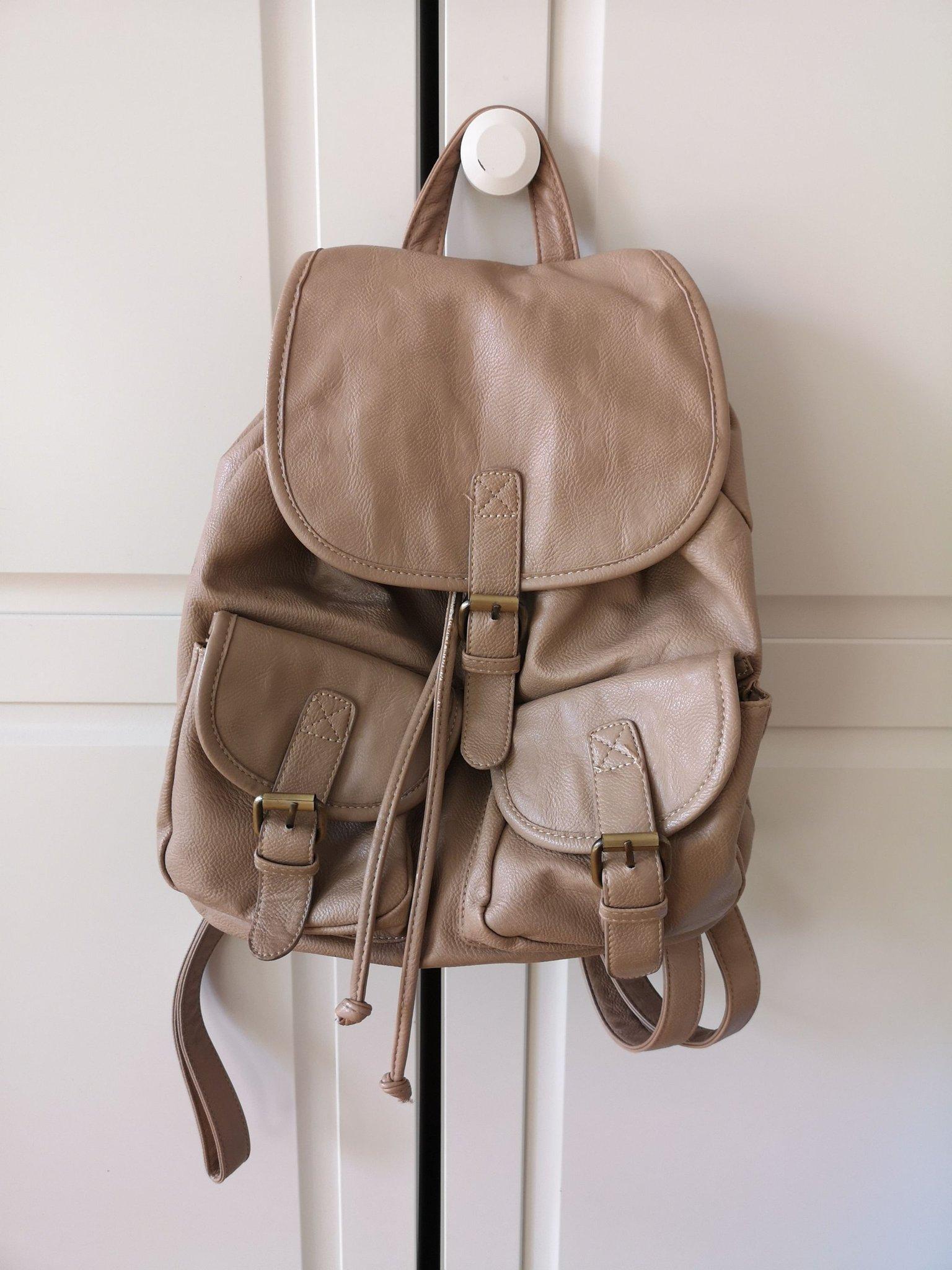 Ryggsäck i läderimitation (424555923) ᐈ Köp på Tradera