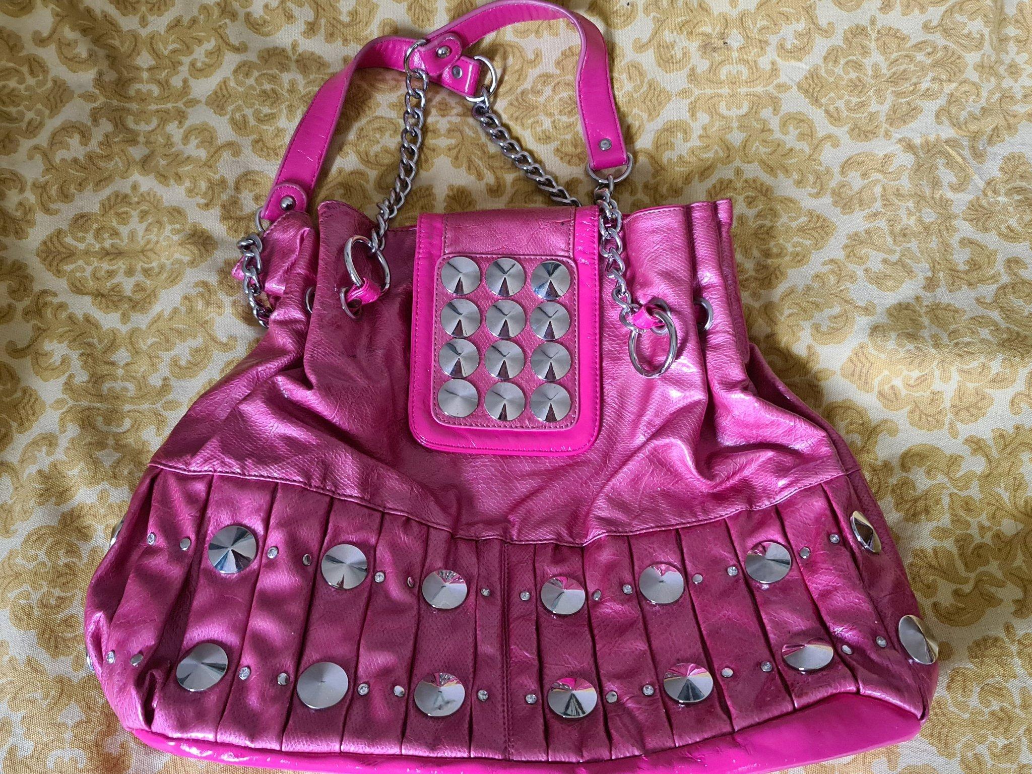 Rosa tuff väska med nitar