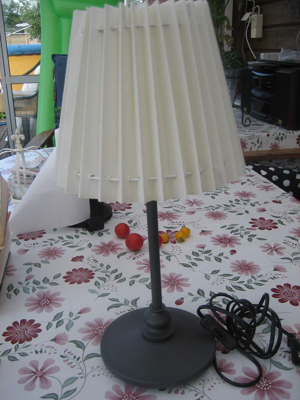 Bordslampa Svart metallfot i smide med skärm (Ikea)