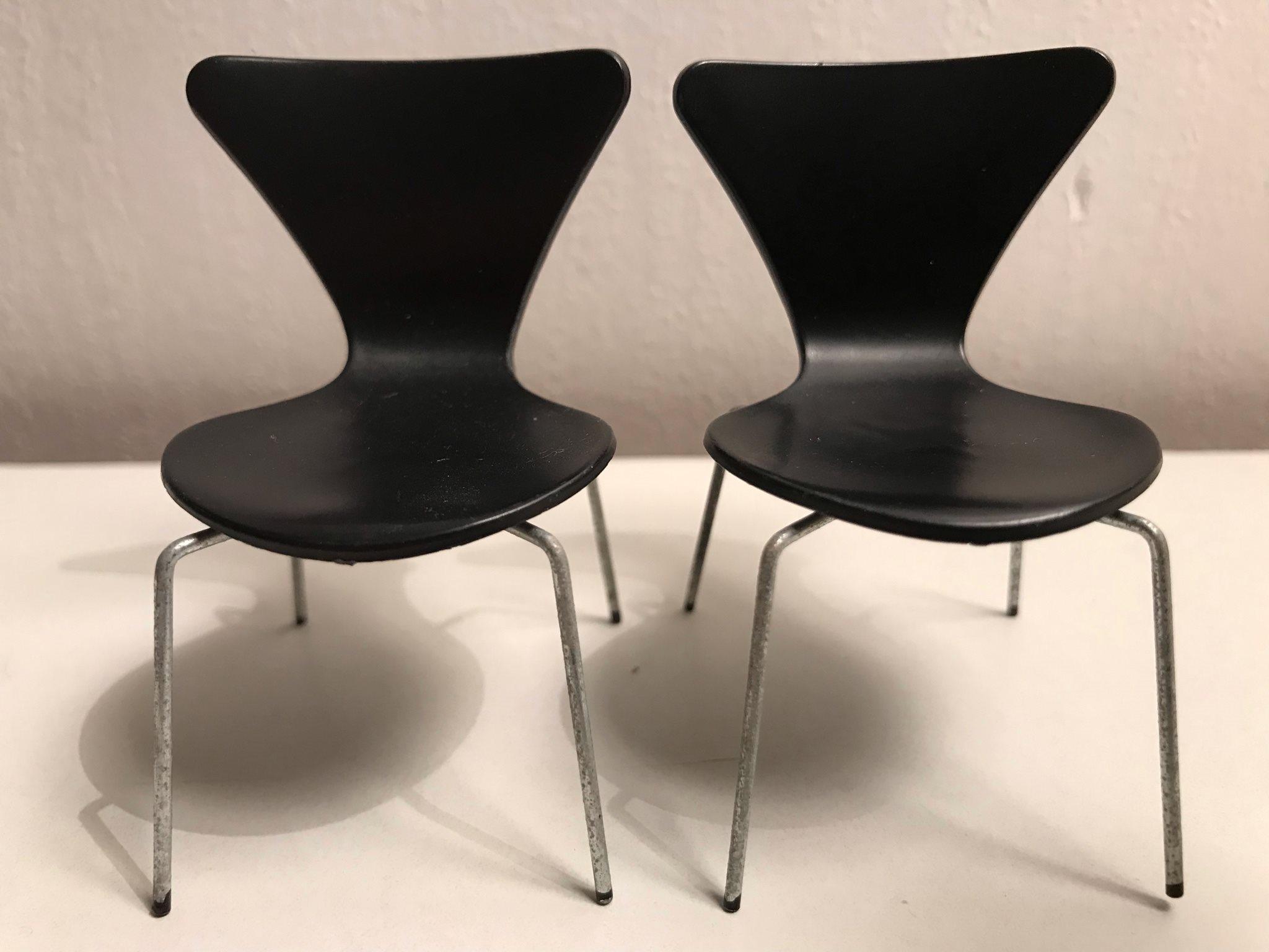 Arne Jacobsen Stoel : Lundby dockskåp dockhus brio svart sjuan stol p.. 328803533 ᐈ köp