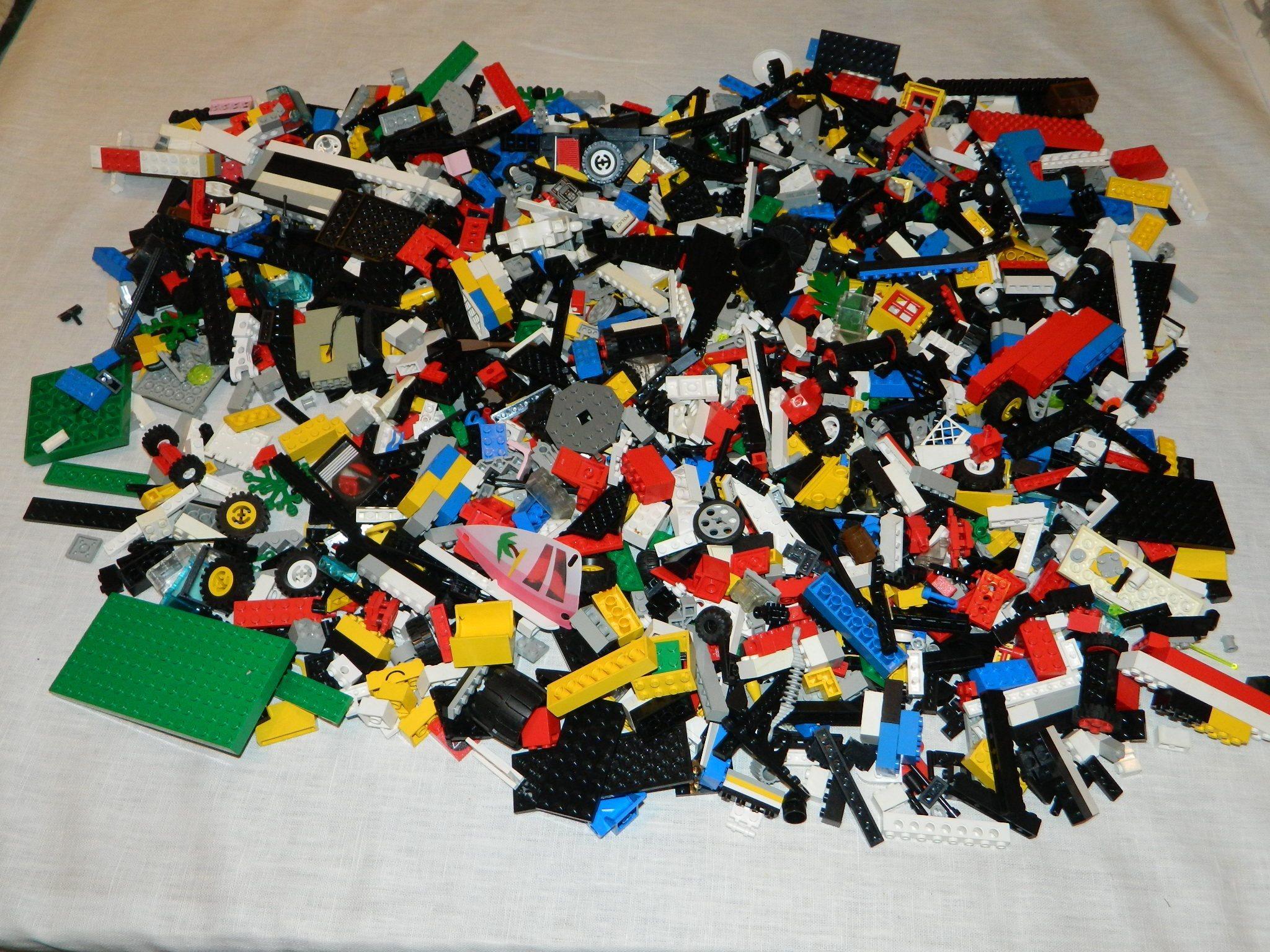 Lego blandat 3 kg plattor, dörrar, fönster 80 - 90-tal, 90-tal, 90-tal, space riddare city m.m 191aa1