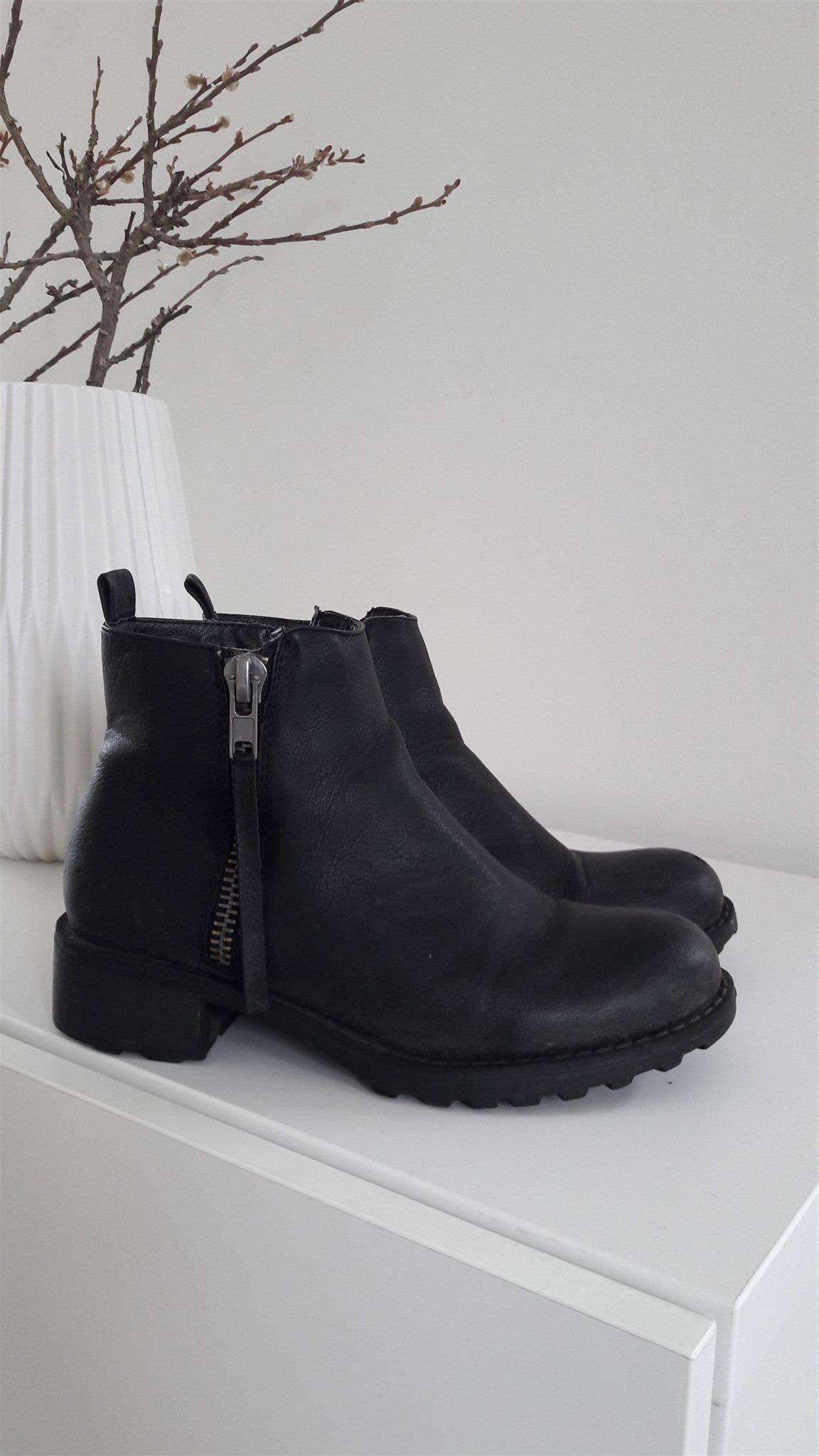 svarta boots med dragkedja
