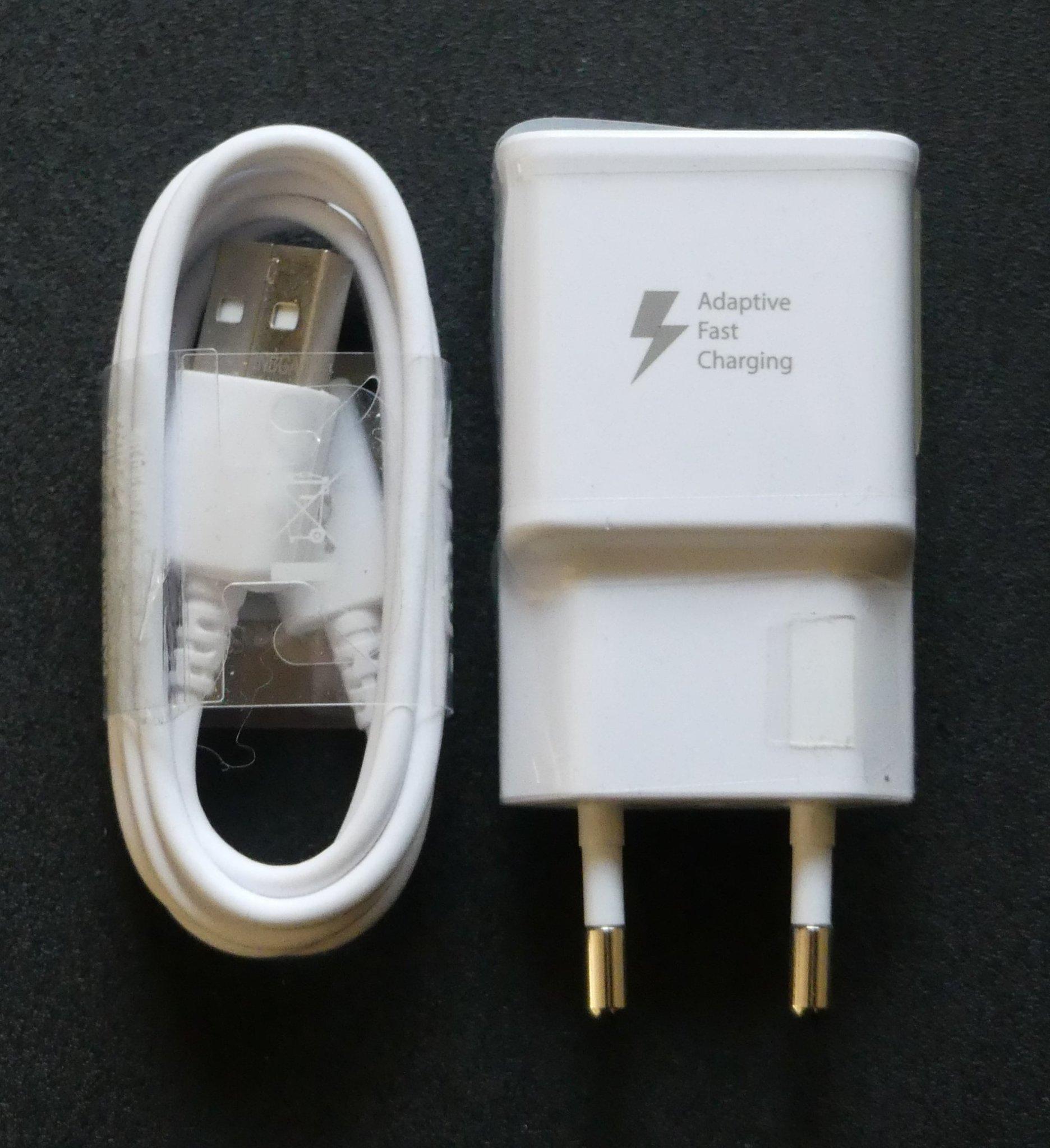 Original Samsung strömadapter och USB kabel