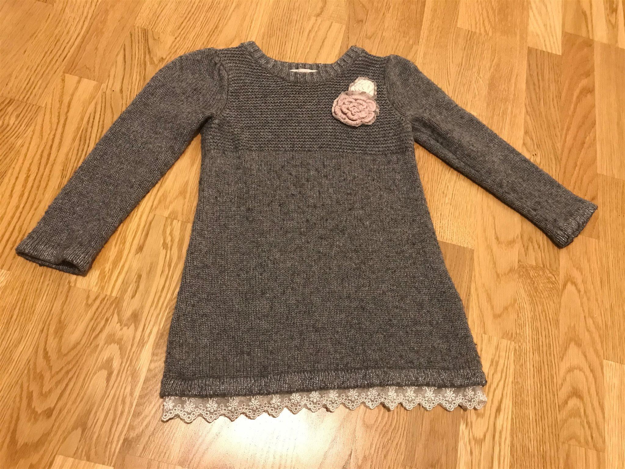 f0c63a15140b Jättefin H&M långarm stickad klänning, strl 86/.. (335296960) ᐈ Köp ...