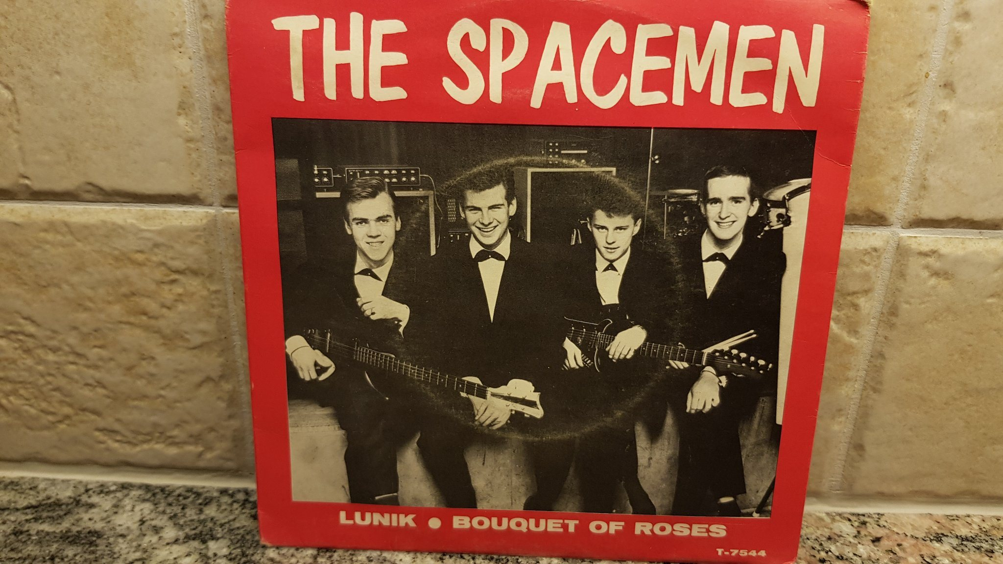 "SINGEL MED THE SPACEMEN "" LUNIK - BOUQUET OF ROSES"""