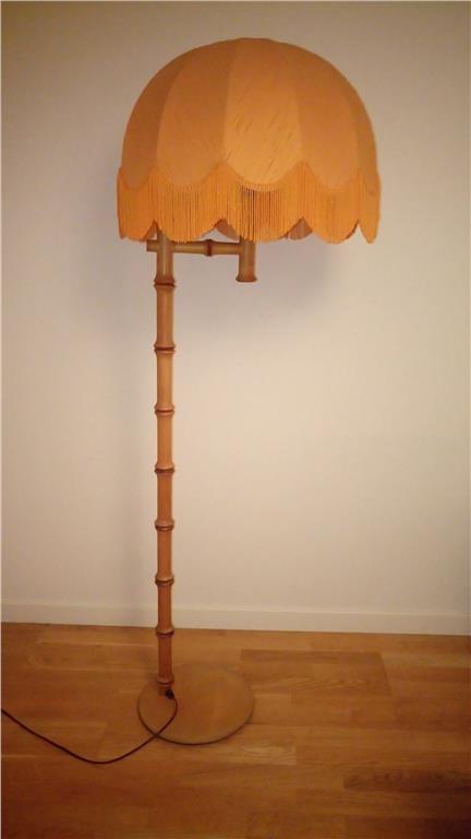Lampa, golvlampa, trä, fransskärm, retro, vintage på Tradera.com -