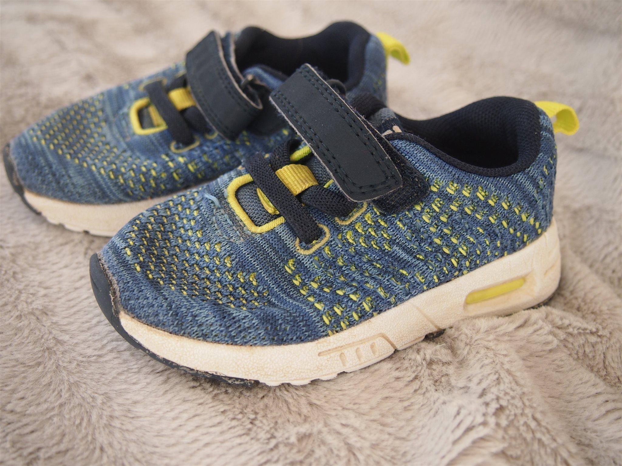 online store c177a 7eb8f Blå sneakers storlek 22 av märket Din Sko