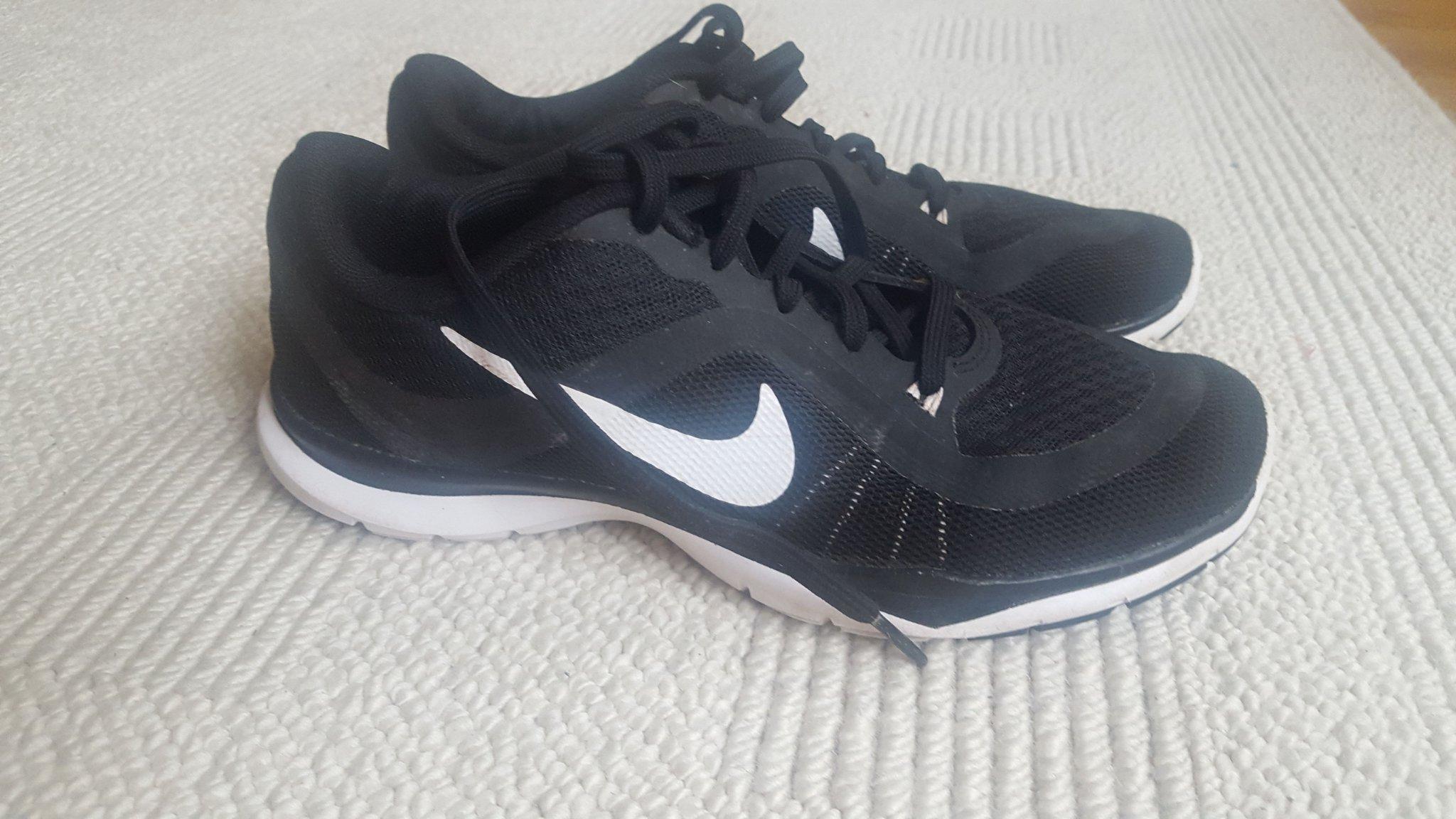 Nike flex TR 6 sneakers skor 38 24 cm svartvit.. (348062276
