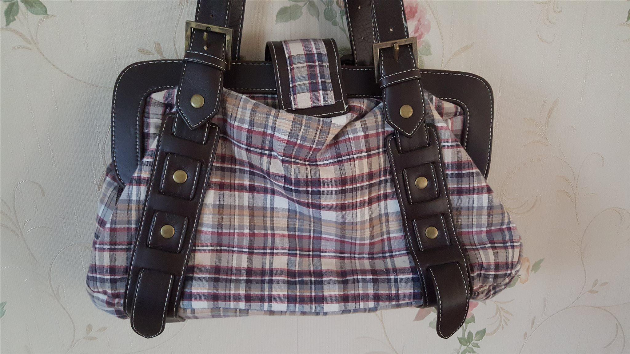 Snygg rutig sommarväska med snygga detaljer. (315180549) ᐈ Köp på ... 82445f8a16d7c