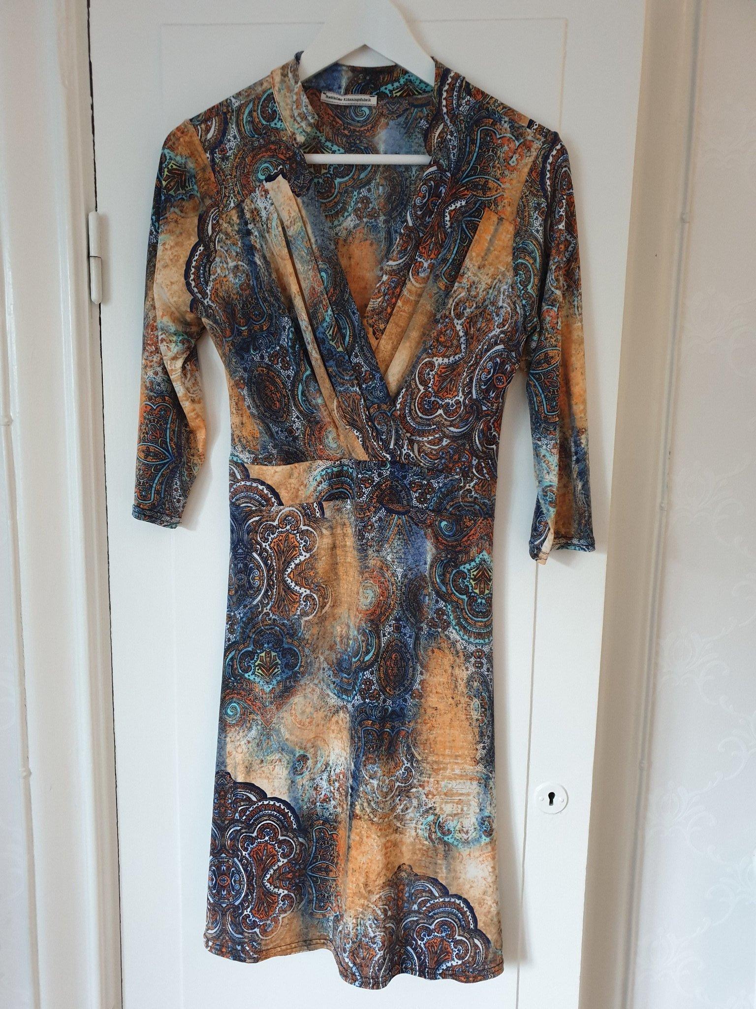 8143b9b0b798 Stockholms klänningsfabrik, stl M (355954160) ᐈ Köp på Tradera