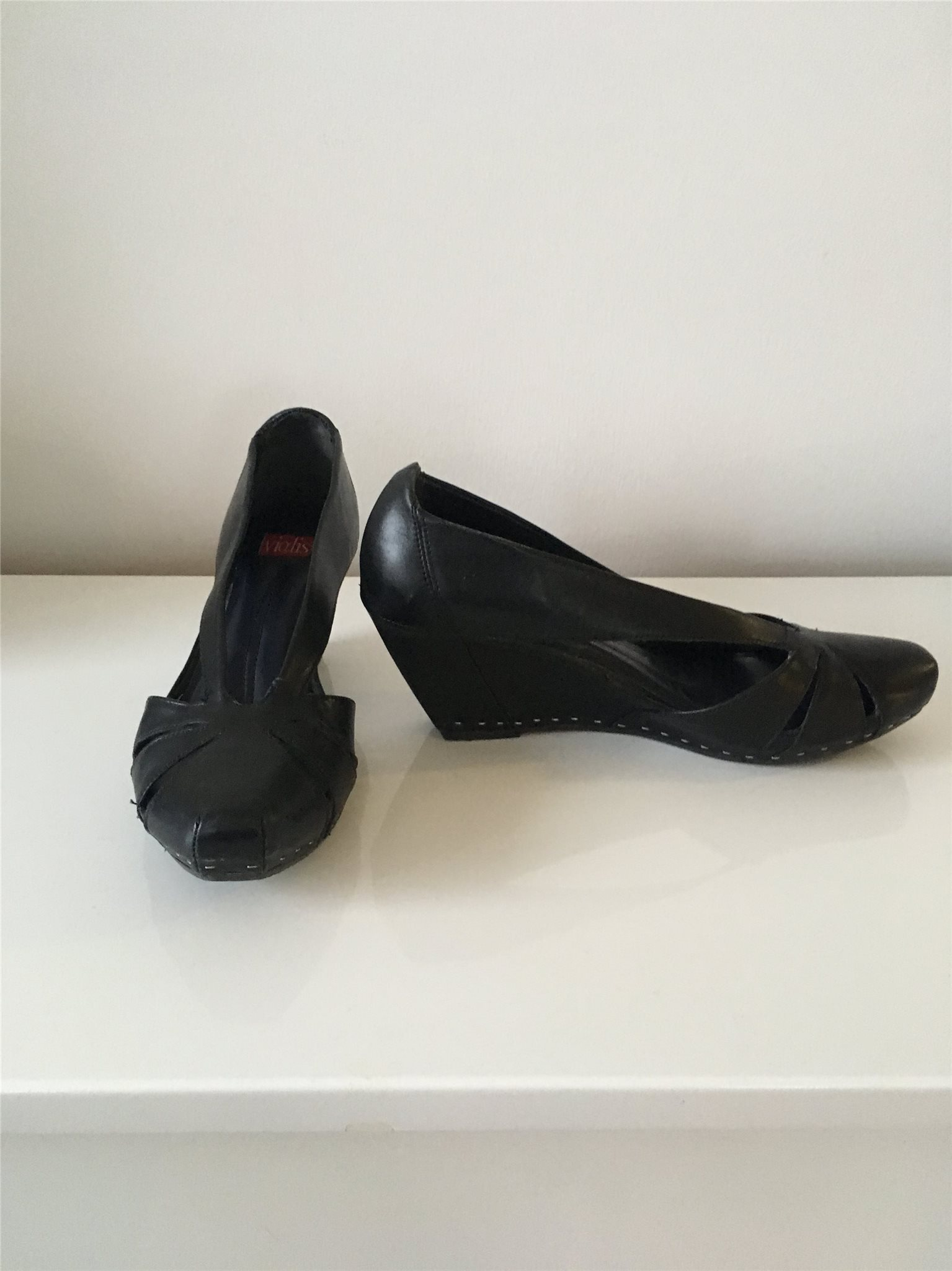 svarta skor kilklack
