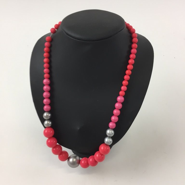 halsband röda pärlor
