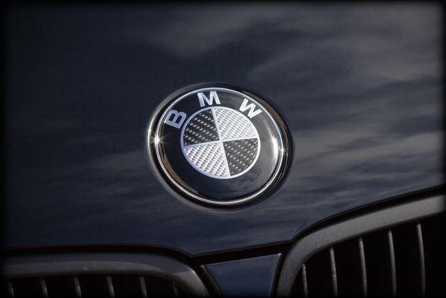 kolfiber emblem bmw