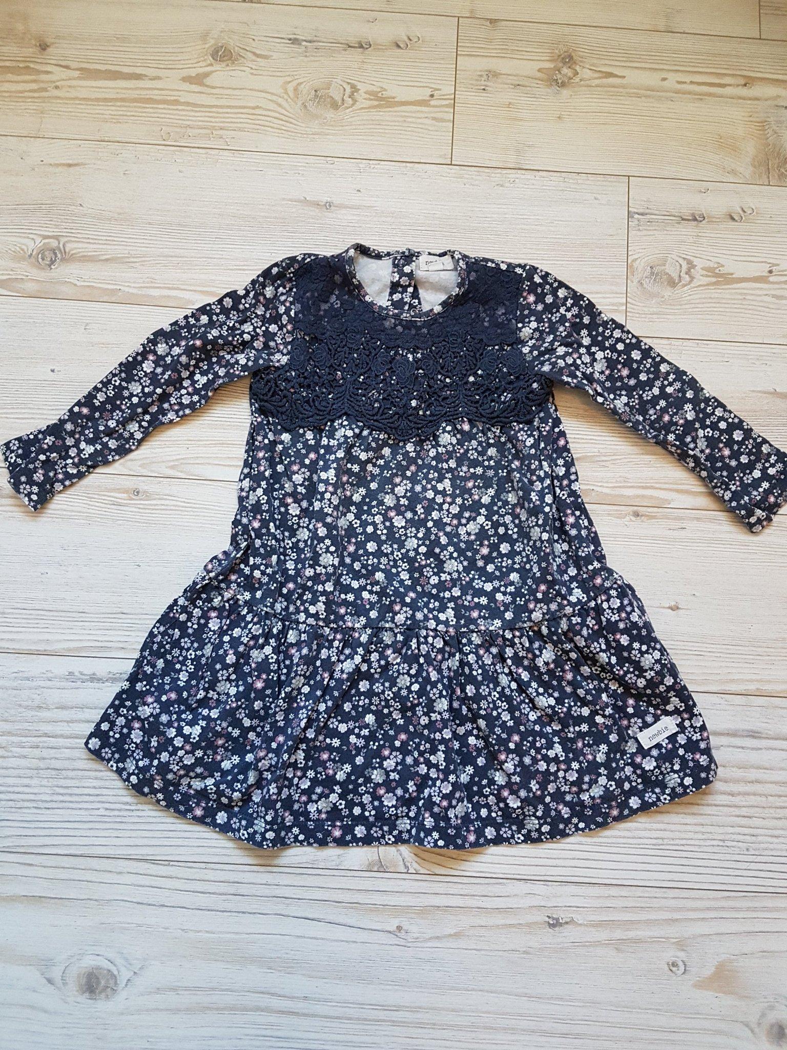 31f5b2ae4191 Söt klänning tunika med blommor och spets. Från Kappahl Newbie storlek 98