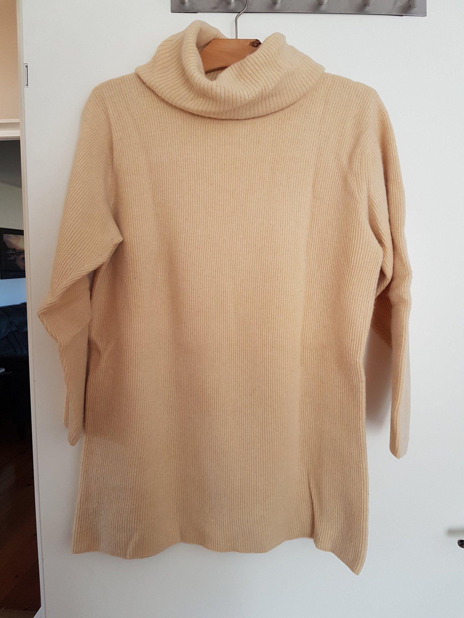 superskön tröja från Laura Ashley i lammullangora stl M