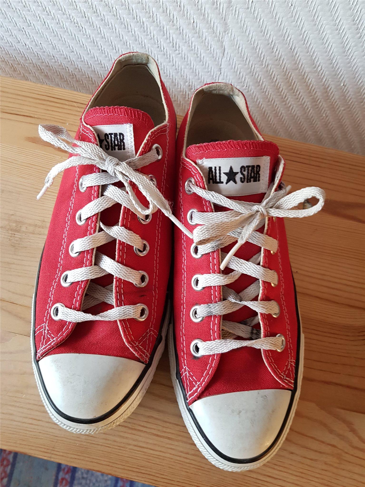 0990e169303 Röda converse All star, stl 40 (337831707) ᐈ Köp på Tradera