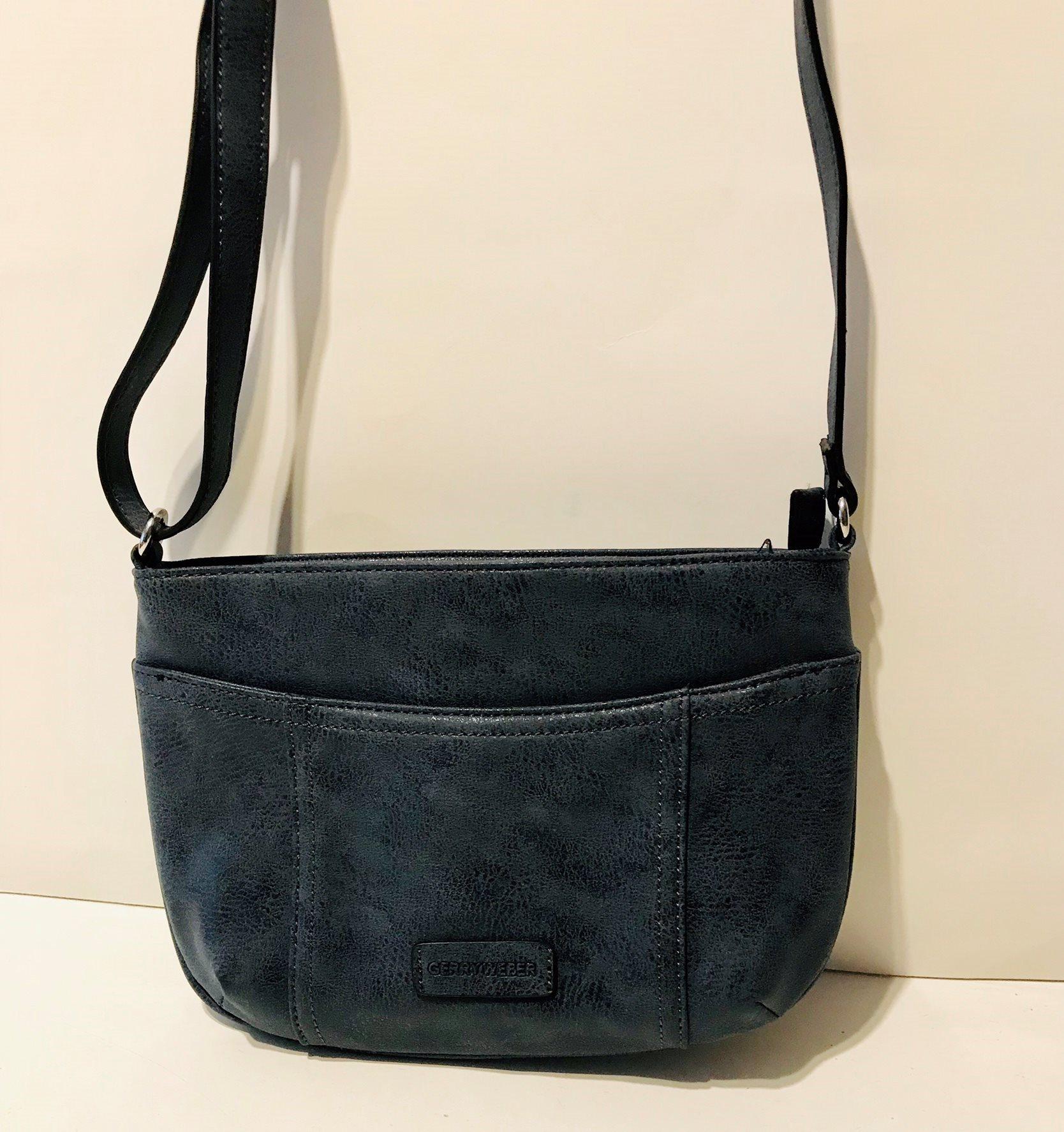 liten handväska med axelrem