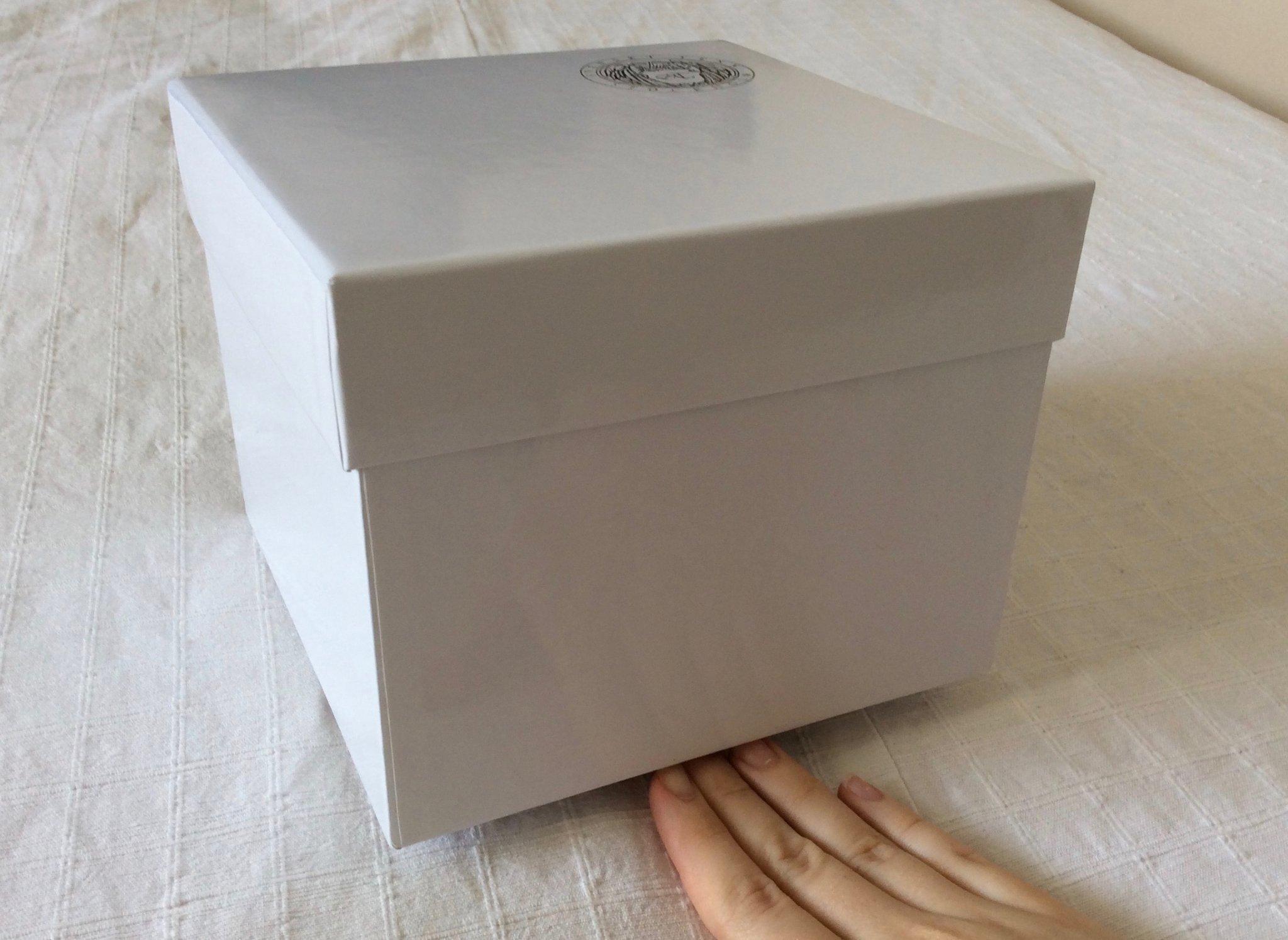 Omtalade SVENSKT TENN present låda kartong ask vit silve.. (356074225) ᐈ AV-67