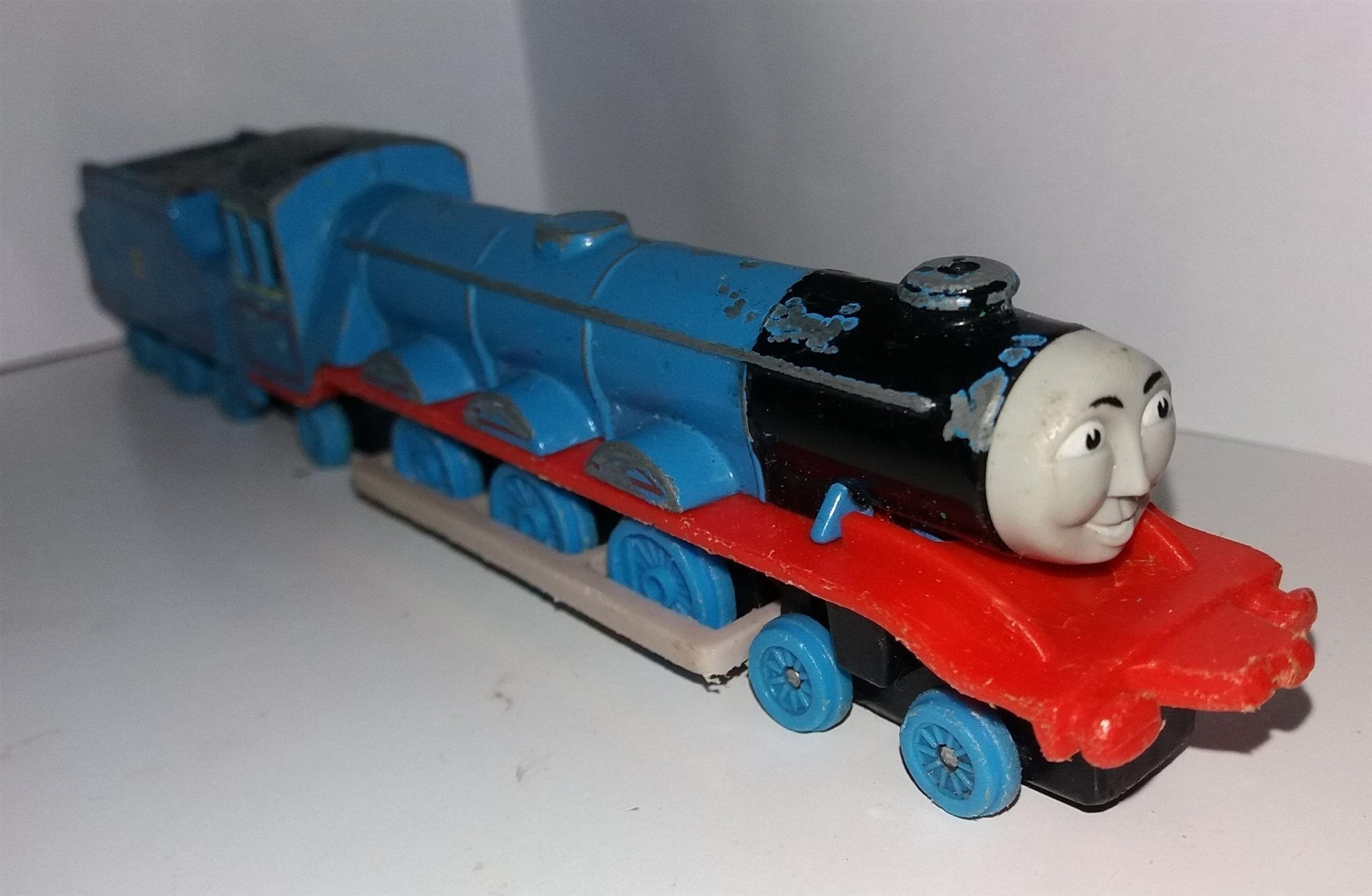 Thomas Tåget   (och) vännerna - Gordon - ERTL (341738015) ᐈ Köp på ... f6d7668b4bfc8