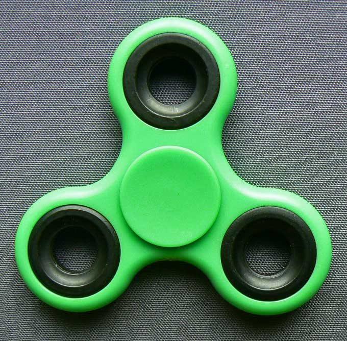 6a3fbd6bf24 Fidget hand spinner ljusgrön finns i.. (283812523) ᐈ Plustrading på ...