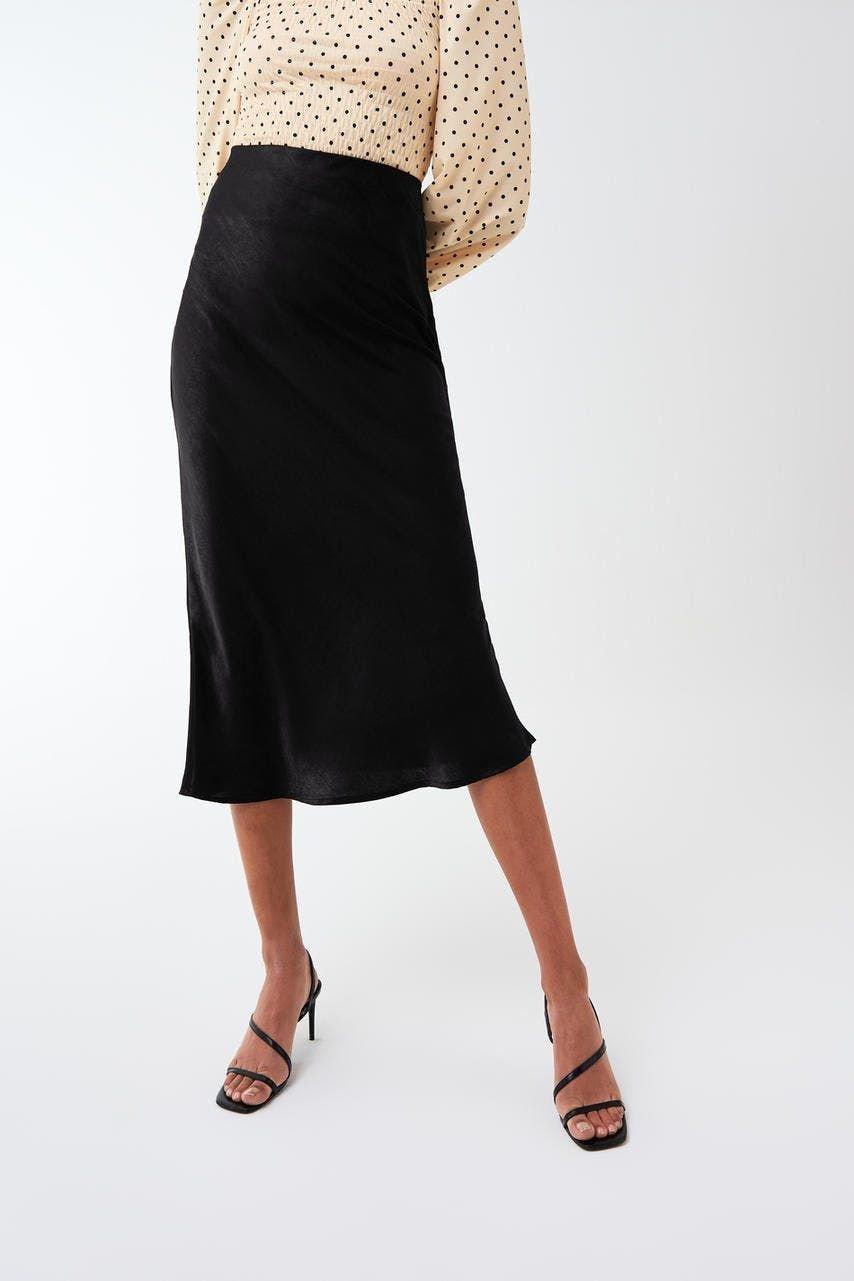 Svart satin kjol Gina tricot storlek 34, glansig