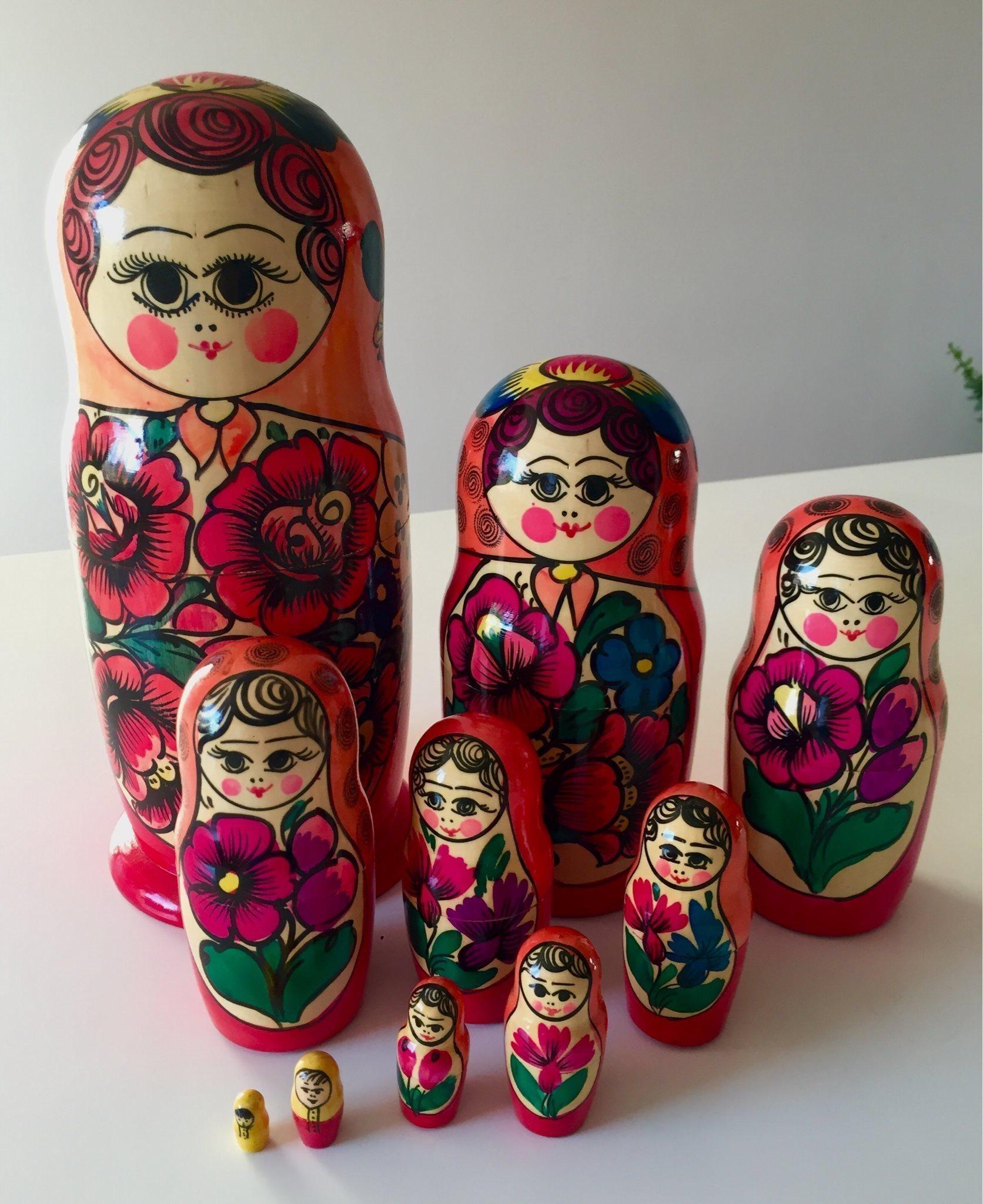 ryska dockor på svenska