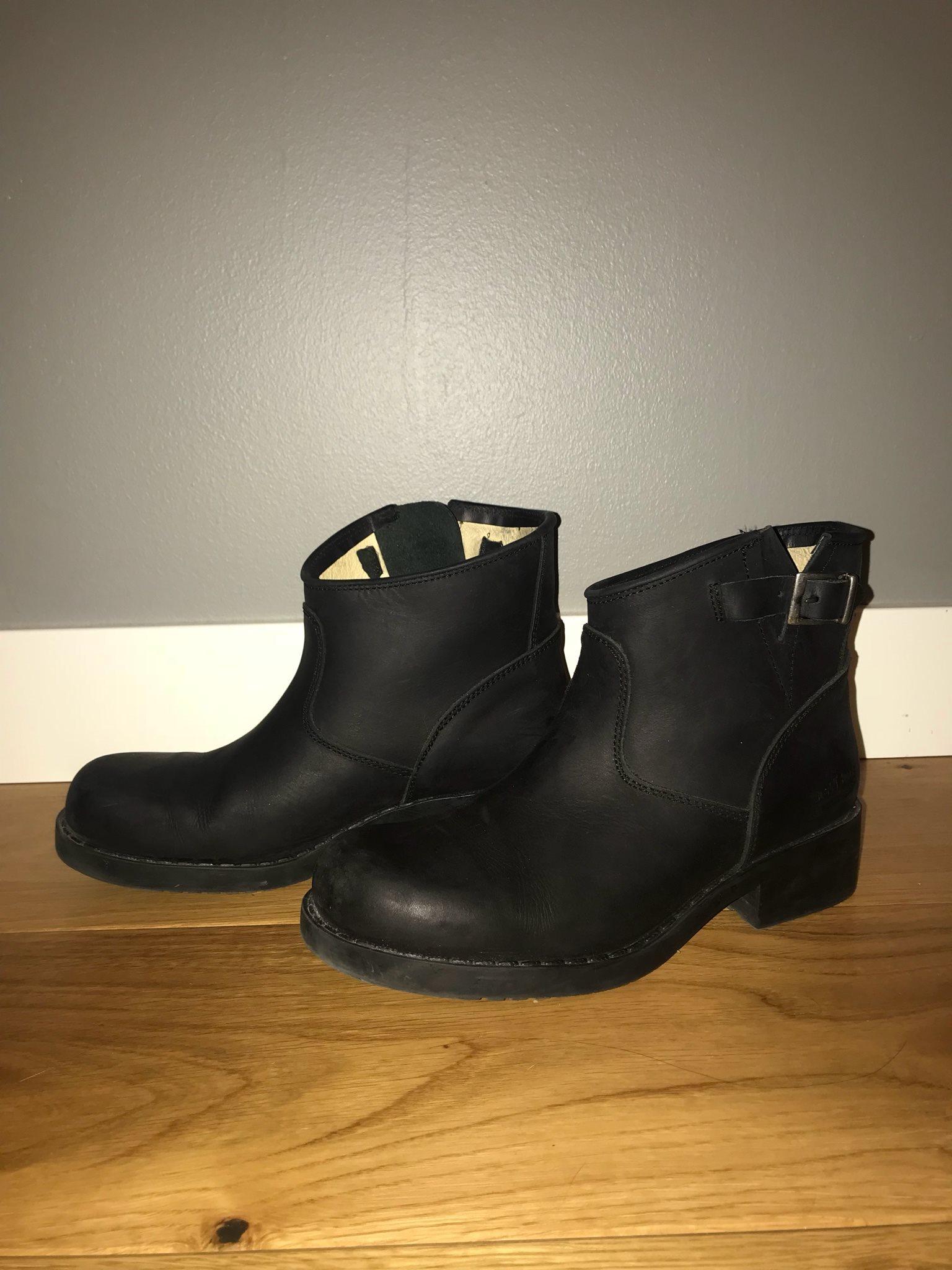 svarta låga boots